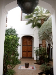 Riad l'Orangeraie entrance garden