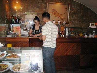 Bar Cercamoura, Lisbon, Portugal