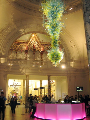 Chihuly sculpture V&A Great Hall