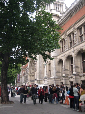 V&A Late Friday queue