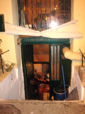 Oinomayaireto underground taverna in Gazi