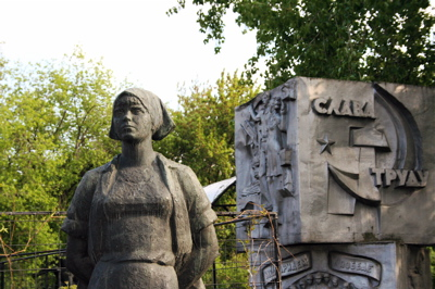 old Soviet statue at Sculpture Park near New Tretyakov Gallery