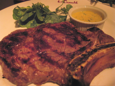 Rib eye steak (cote de boeuf) with bearnaise sauce
