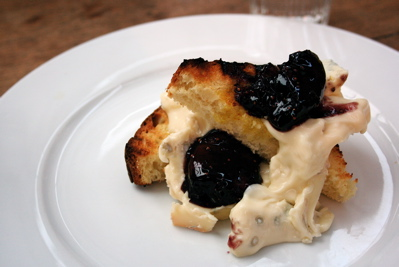 gorgonzola dolce with red wine figs