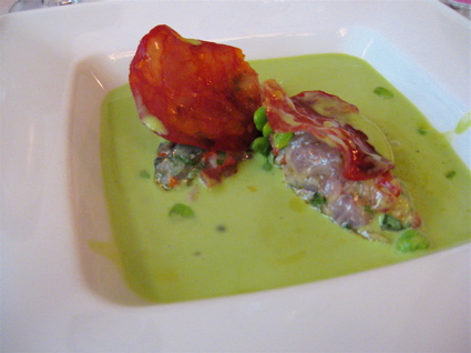 chilled sweet pea soup and mackerel tartare at Restaurant Le Gaigne in the Marais, Paris