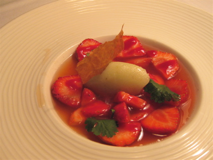 strawberry soup a Le Rendez-vous des Pecheurs in Blois, France
