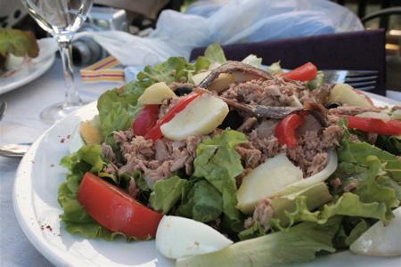 salade Nicoise at Le Potager de Louise in l'Isle sur la Sorgue